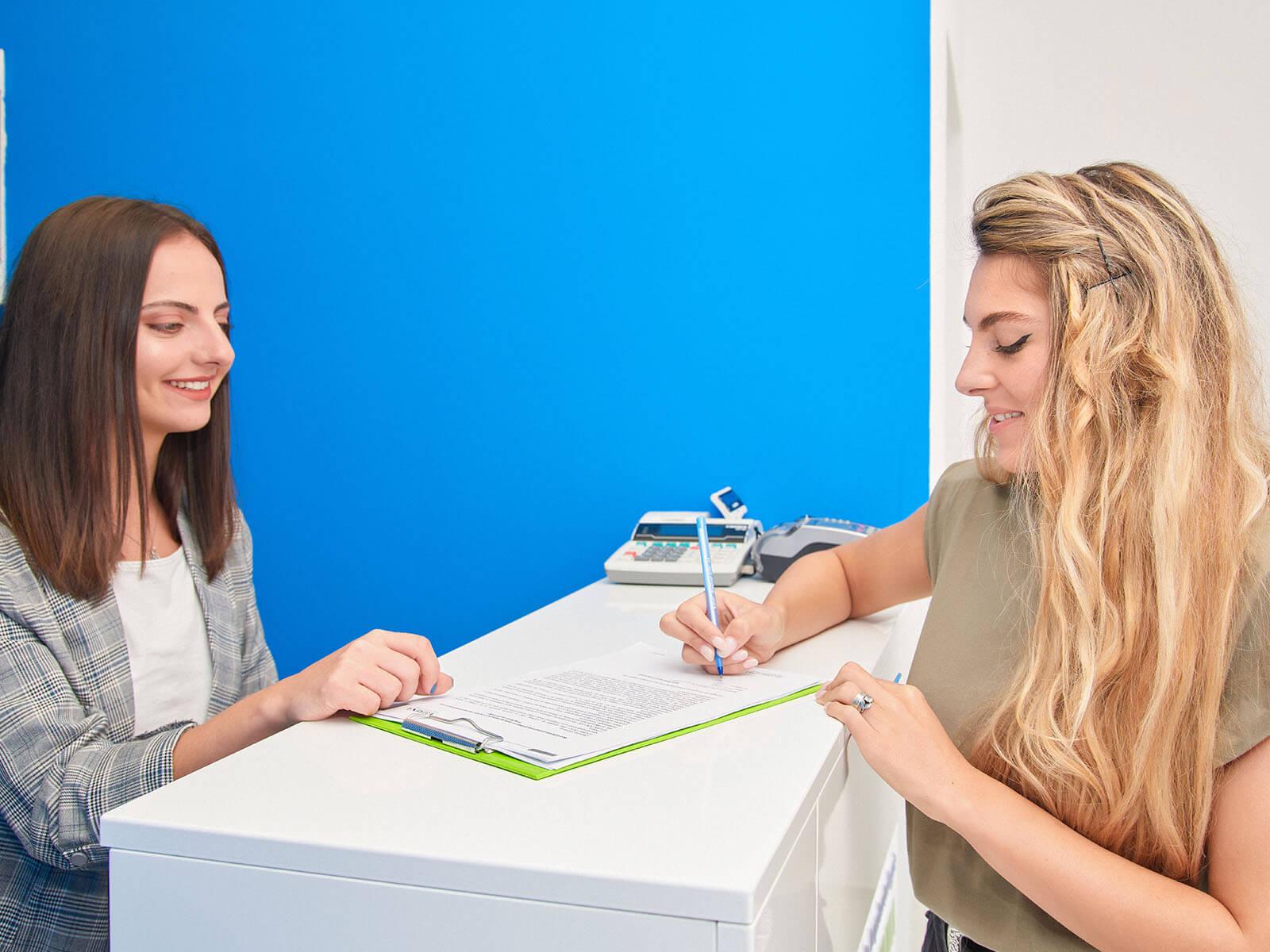 acordul pacientului pentru o procedură de estetică dentară